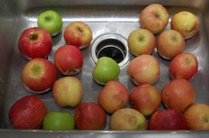 Rinse the apples.
